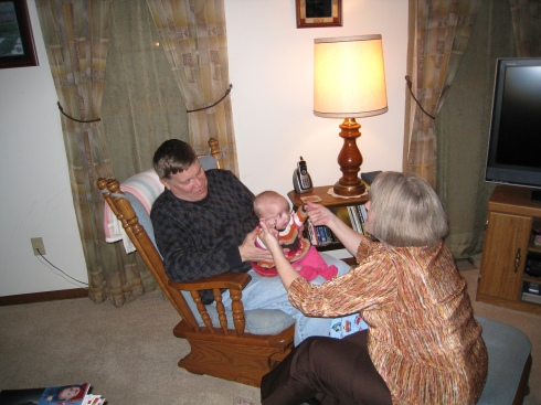 kivrin-playing-so-big-with-grandpa-and-grandma-fogt-112708