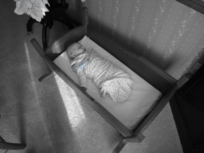 kivrin-sleeping-in-cradle-112708