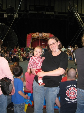 kivrin and mommy at ringling bros