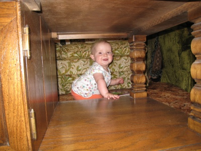 kivrin looking through nanas coffeet able