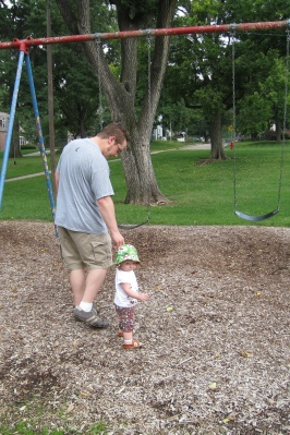 kivrin and daddy at the park