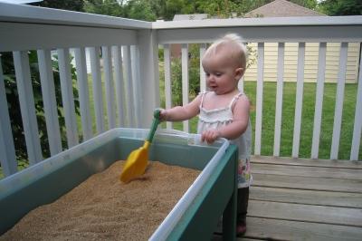 kivrin shoveling sand