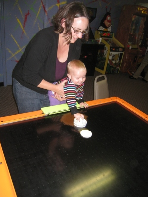 kivrin playing air hockey