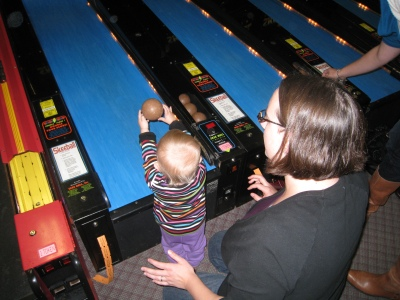 kivrin playing skee ball